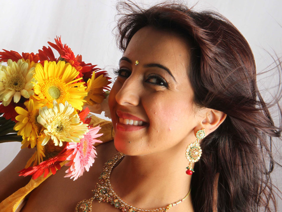 Sanjana Latest Stills Hot Photos Gallery - cutmirchi.com