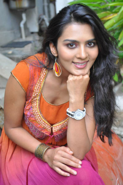 Sindhu Loknath Latest Hot Stills - cutmirchi.com