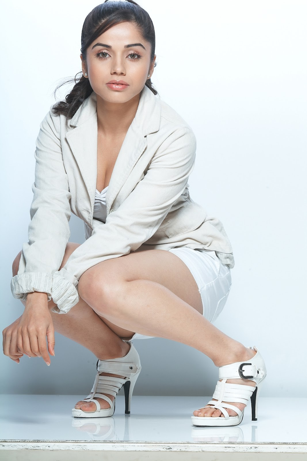 Aparna Bajpai Latest Spicy Hot Photoshoot in Short | cineSpicy