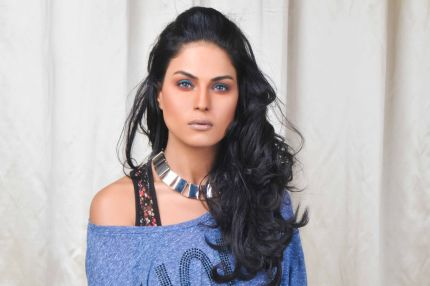 Veena Malik want Salman, Shahrukh, Amir and Ajay Devgan all in one - cutmirchi.com