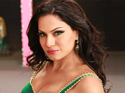 Veena Malik to get kissed more than 100 times in 1 minute!