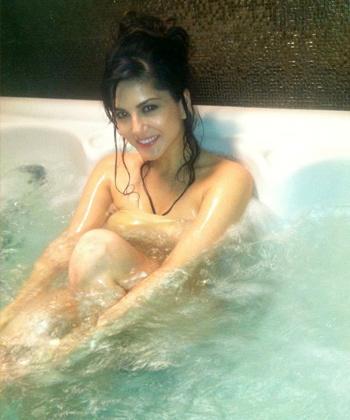Sunny Leone open in bath
