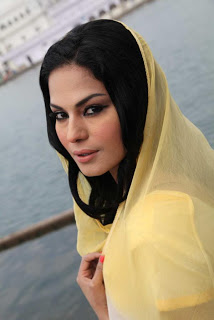 Veena Malik At Gurudwara Temple