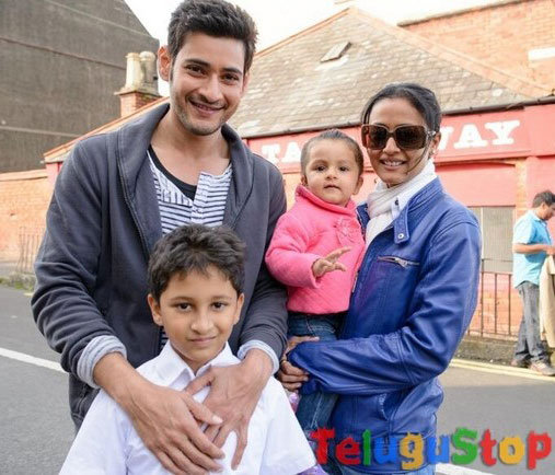 Mahesh's happy family impresses his fans