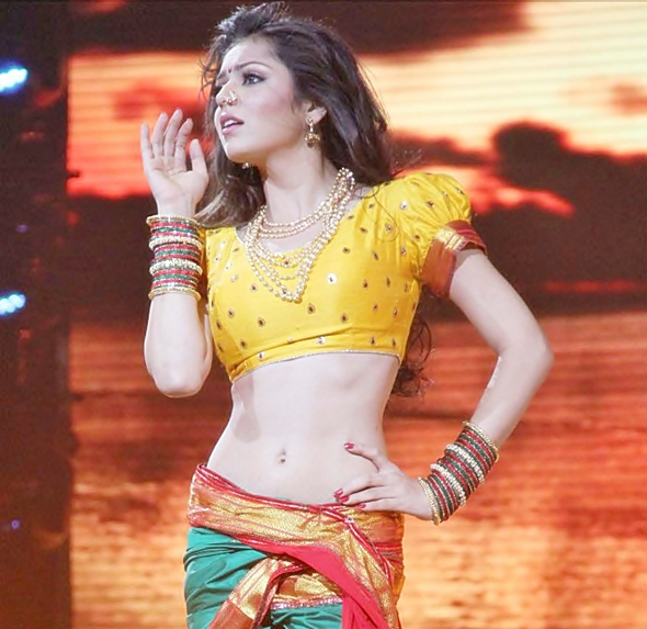 Serial Actress Drashti Dhami Hot Navel Show Photos - Hot Blog Photos