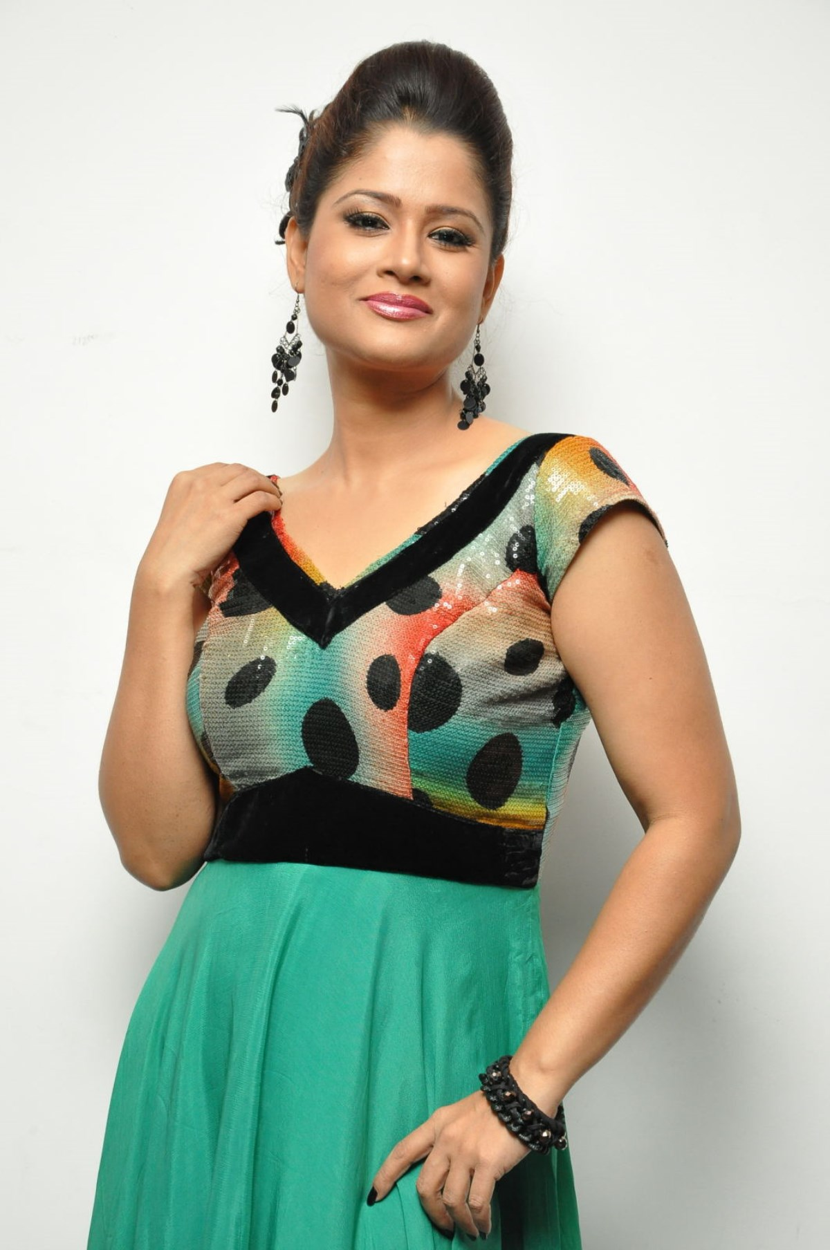 Telugu TV Anchor Shilpa Chakravarthy New Stills