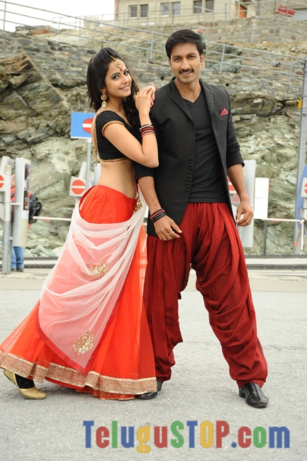 Loukyam-Movie-Stills