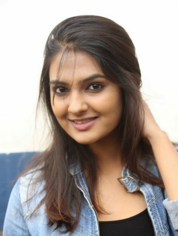 Neha-Deshpande-Photos-in-Jeans