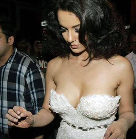 Bollywood-Actress-Exposed-Shocking-Pics-