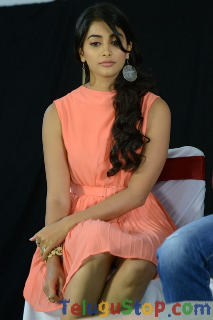 Pooja-Hegde-Latest-Photos