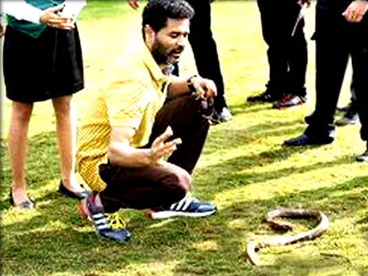 Prabhu-Dheva-tried-to-catch-snake-that-landed-at-shoot