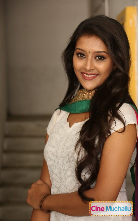Actress-Pooja-Jhaveri-Latest-Photos